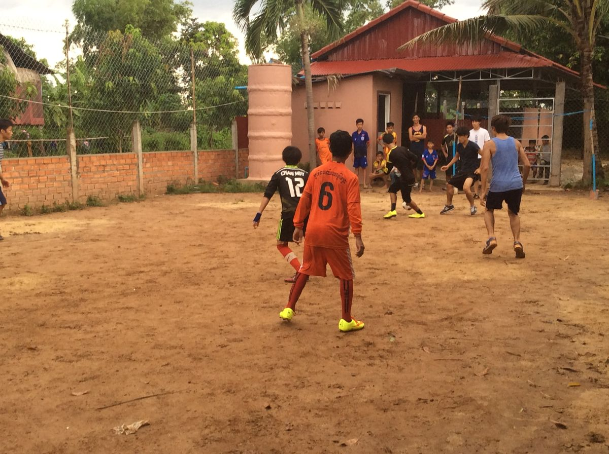 男子サッカー簡易試合風景